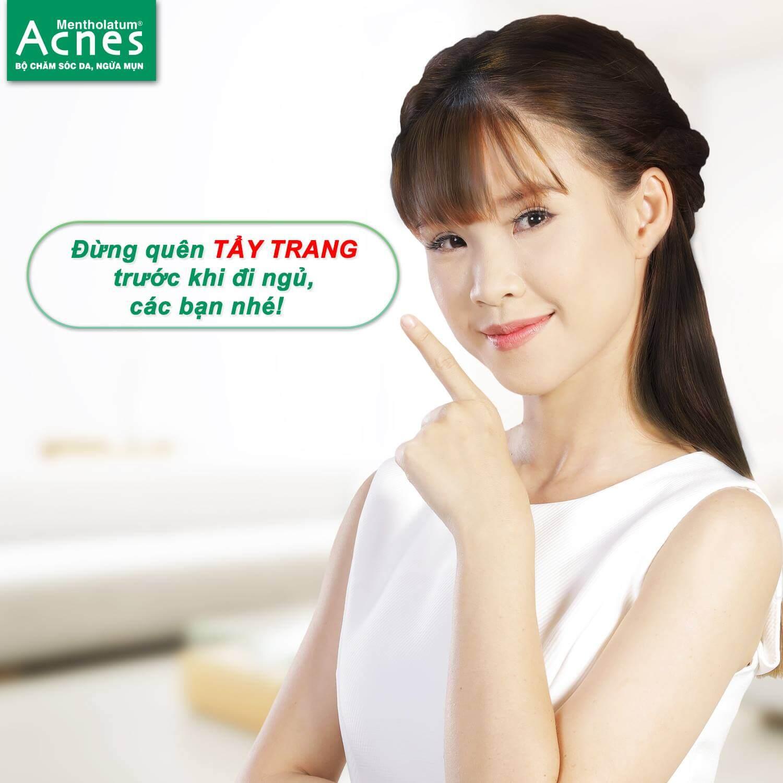 Tẩy trang sau khi trang điểm giúp da không bị mụn