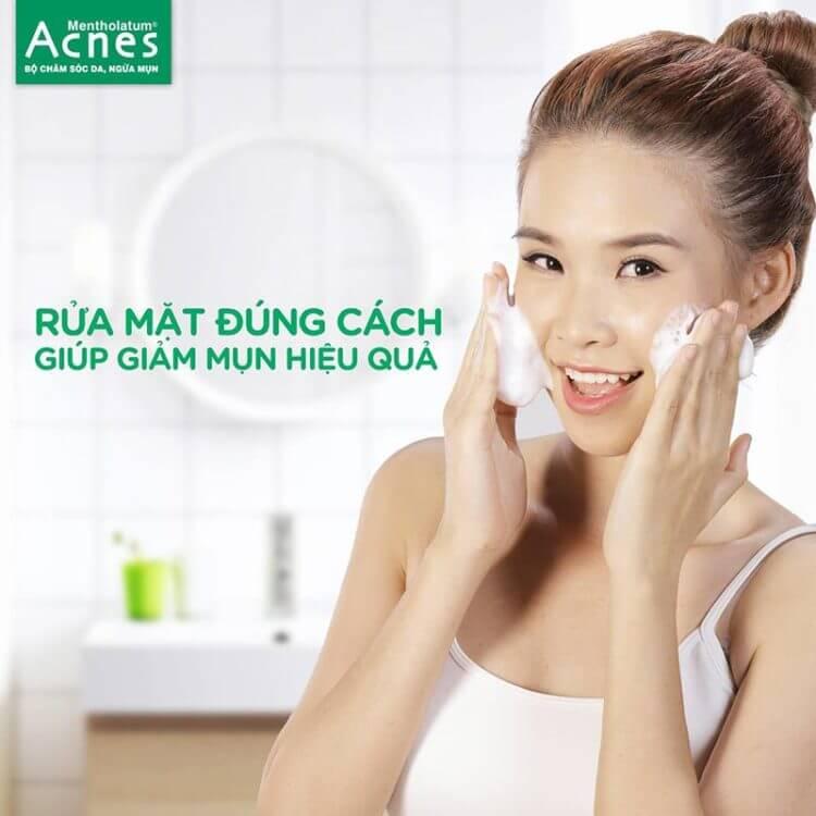 rửa mặt đúng cách giúp ngăn ngừa mụn hiệu quả
