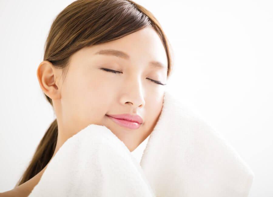 chăm sóc da không thể thiếu massage nhẹ nhàng cho da mặt hấp thu dưỡng chất tốt nhất và giúp săn chắc cho da luôn tươi trẻ
