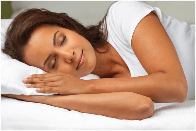 khi điều trị mụn bọc cần ngủ đủ giấc