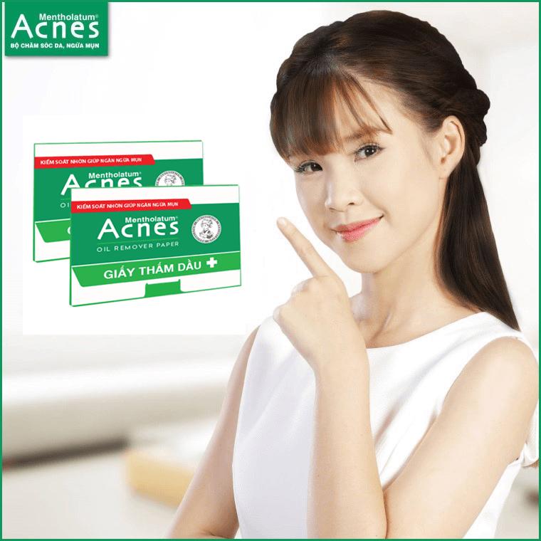 dùng giấy thấm dầu acnes để loại bỏ bóng nhờn