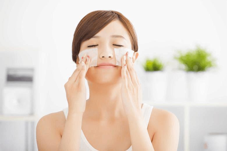 cách dùng giấy thấm dầu acnes