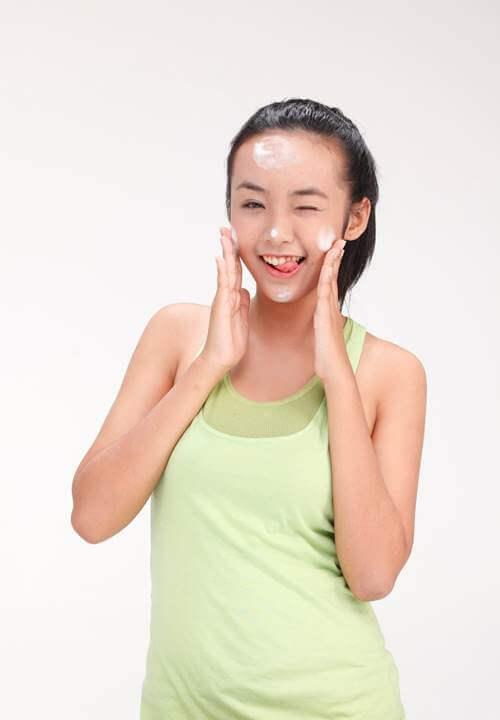 bảo trân mẫu teen cực kỳ thích và tin dùng gel acnes trị thâm