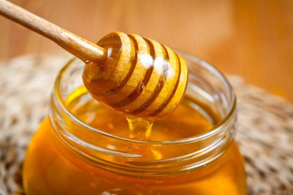 Mật ong-vũ khí hữu hiệu giúp trị mụn đầu đen