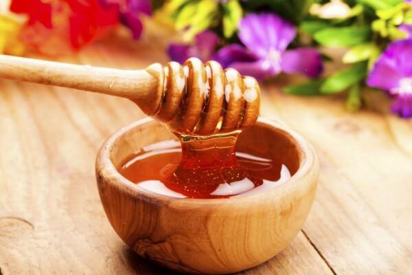 dùng mật ong để trị mụn đầu đen ở mũi