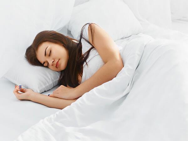 Ngủ đủ giấc giúp làn da tươi tắn hơn và ngăn ngừa dấu hiệu lão hóa da