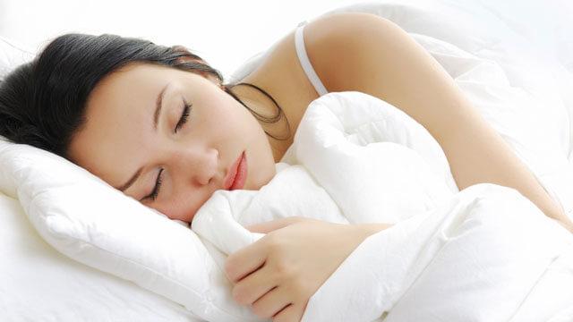 Ngủ đủ giấc giảm khả năng bị mụn - giúp phục hồi làn da