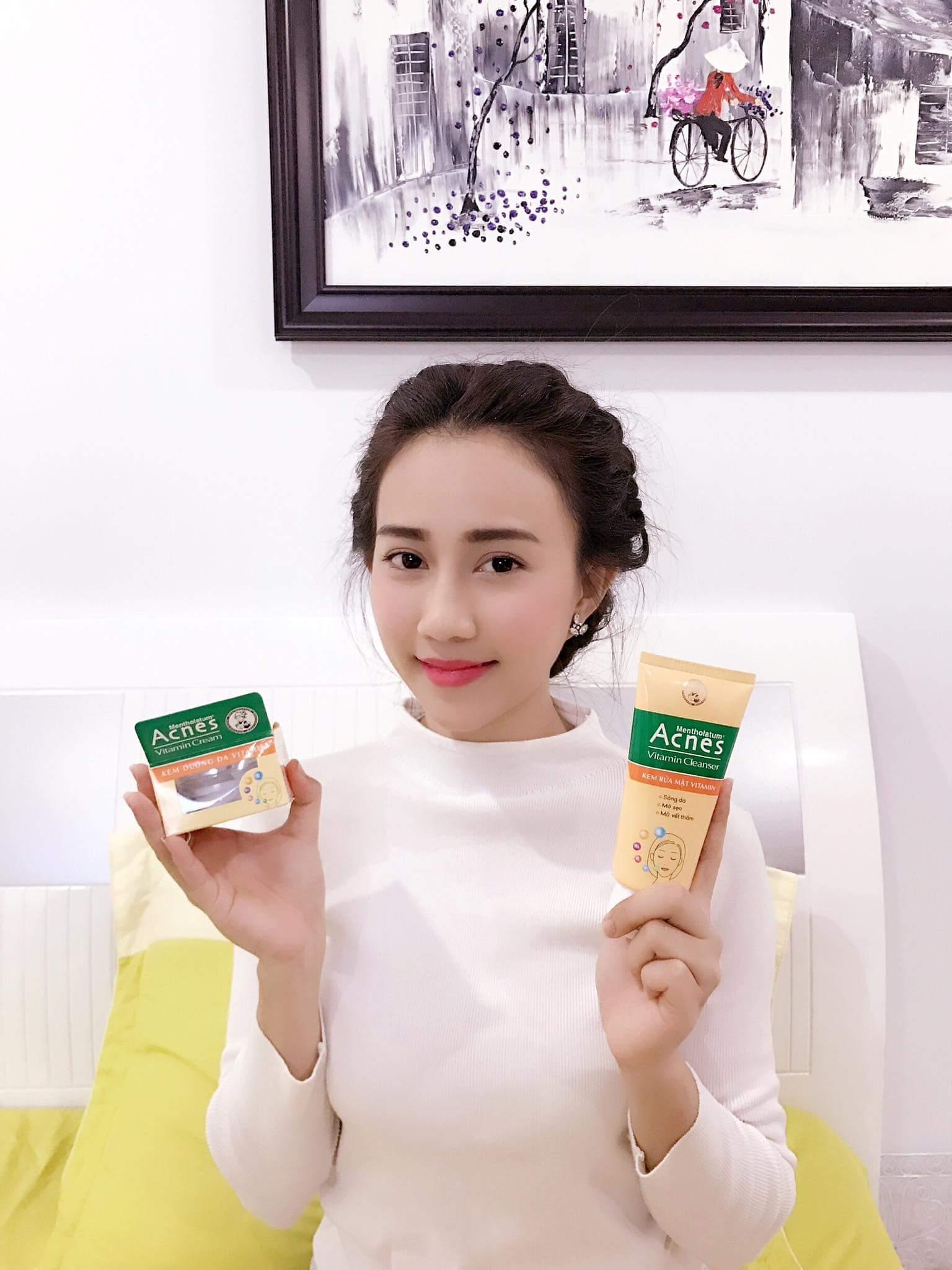 Bạn vừa mới điều trị mụn và làn da vô cùng nhạy cảm. Bạn muốn phục hồi da nhanh chóng nhưng llo lắng về thị trường có quá nhiều sản phẩm . Đừng lo , đã có bộ Acnes Vitamin đã giúp bạn phục hồi da hiệu quả và an toàn.
