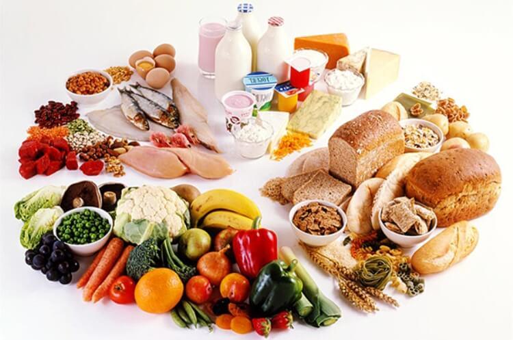 trị mụn nội tiết bằng chế độ ăn uống