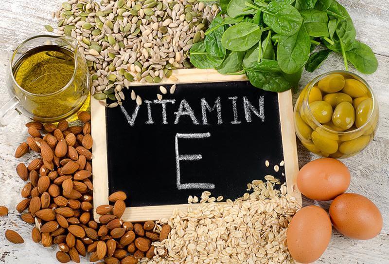 Nên ăn nhiều các loại thực phẩm chứa vitamin E để hỗ trợ da phục hồi tránh để lại sẹo