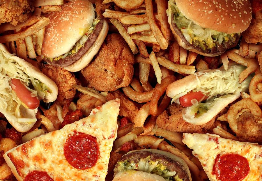 thức ăn nhanh gây hại cho mụn