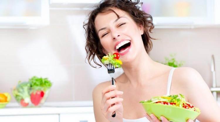 Thiết lập chế độ sinh hoạt và ăn uống hợp lý trước khi tiến hành điều trị mụn