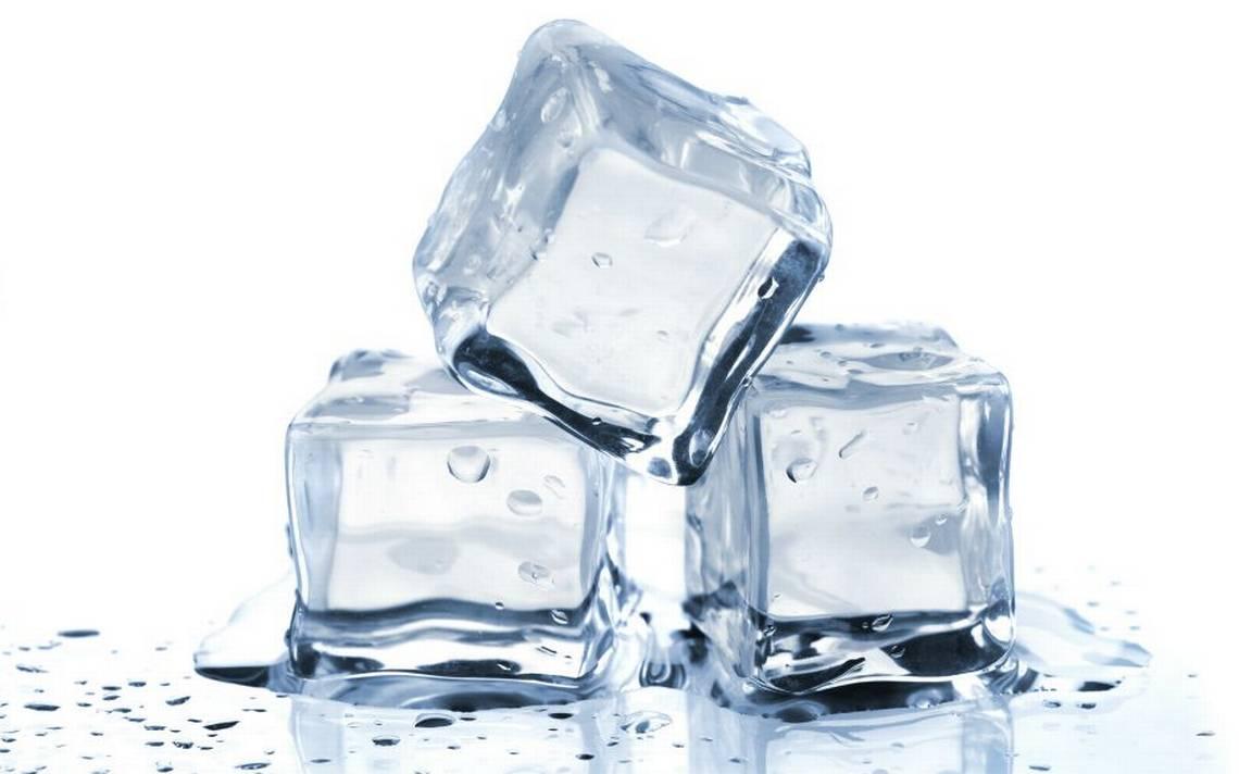 Đá lạnh giúp mụn giảm sưng đáng kể