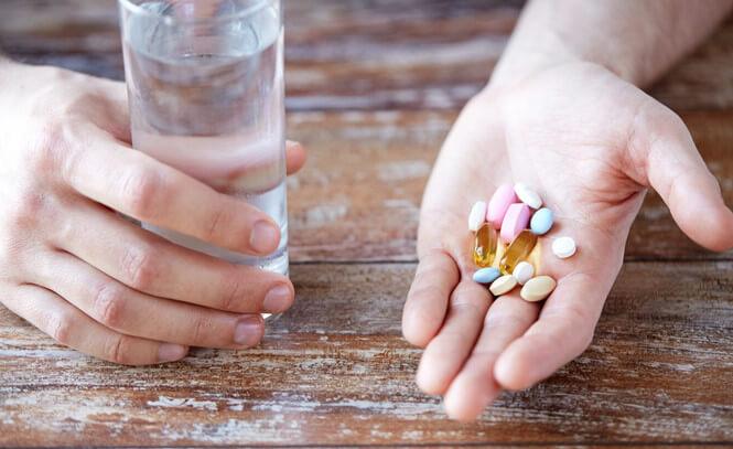 """Giải đáp thắc mắc """"Uống thuốc trị mụn có ảnh hưởng gì không?"""""""