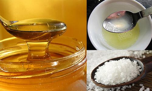 Muối là nguyên liệu giúp làm sạch các tạp chất từ lỗ chân lông. Đồng thời nó còn khôi phục lại sự cân bằng tự nhiên của da. Còn mật ong thì giúp dưỡng ẩm và nuôi dưỡng làn da hữu hiệu. Khi hai nguyên liệu này kết hợp với nhau sẽ tạo ra một công thức trị mụn đầu đen bằng mật ong hiệu quả