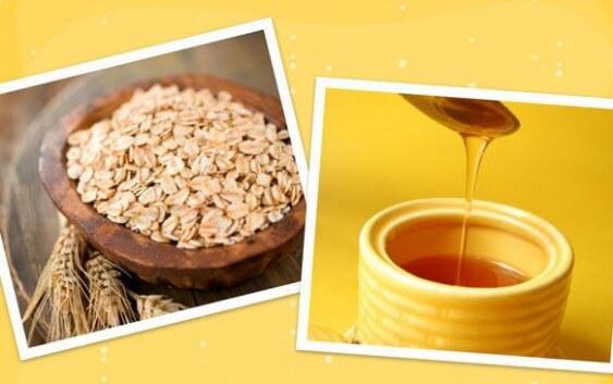 Bạn lấy một muỗng bột yến mạch, ½ muỗng canh mật ong cộng với một lòng trắng trứng đem trộn lại với nhau. Sau đó bạn dùng hỗn hợp này đắp lên các khu vực bị mụn đầu đen. Bạn nên chú ý đó là chỉ dùng cho khu vực bị mụn đầu đen thôi,, không dùng cho cả khuôn mặt. Bạn tiến hành mát xa nhẹ nhàng trong khoảng 5 – 7 phút và sau đó rửa sạch với nước ấm. Bạn nên thường xuyên áp dụng cách này để xóa bỏ mụn đầu đen