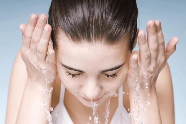 3 tiêu chí giúp bạn gái lựa chọn sữa rửa mặt dưỡng trắng da