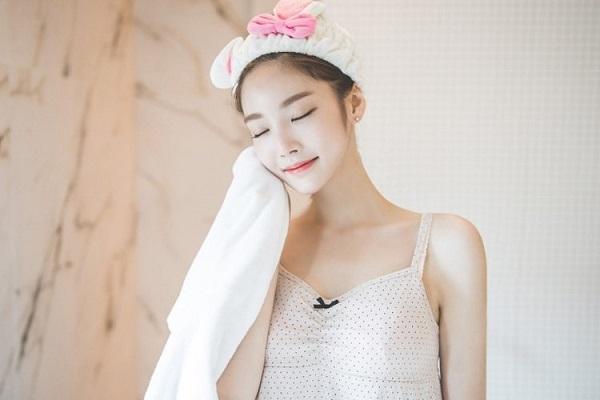 Sử dụng kem dưỡng da để ngăn ngừa khô da