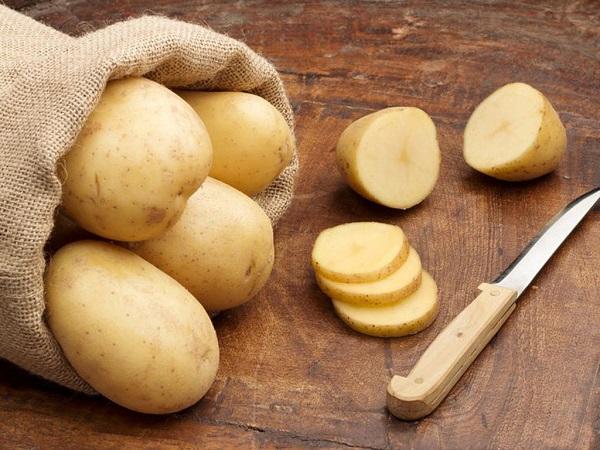 Khoai tây dùng để trị mụn đầu đen và cấp nước cho làn da của bạn